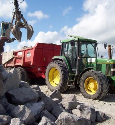 Transport basaltstenen van Warns naar het IJsselmeer